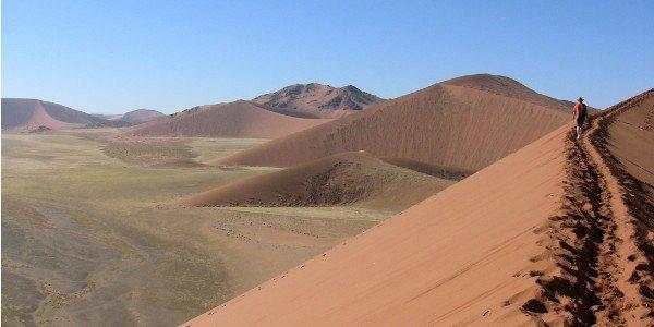 Die Wüste Namib von einer Sanddüne aus