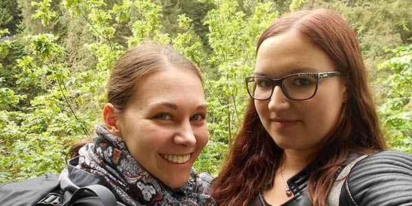 Alina mit ihrer Freundin