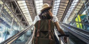 Junge Frau startet in ihre Ausbildung im Ausland
