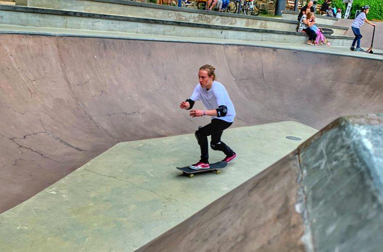 Ein Skateboard-Fahrer in Luxemburg
