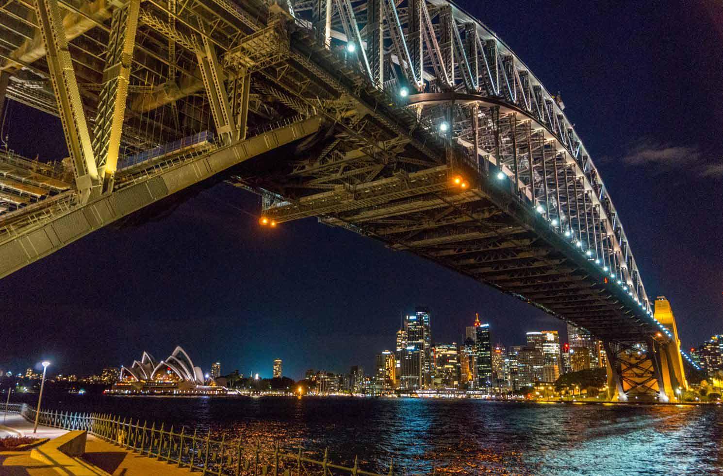 Berühmte Brücke an der Oper in Sydney