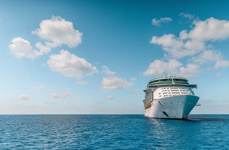 Auf einem Kreuzfahrtschiff tätig werden