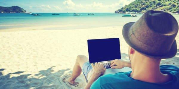 Im Ausland on- und offline digital unterwegs