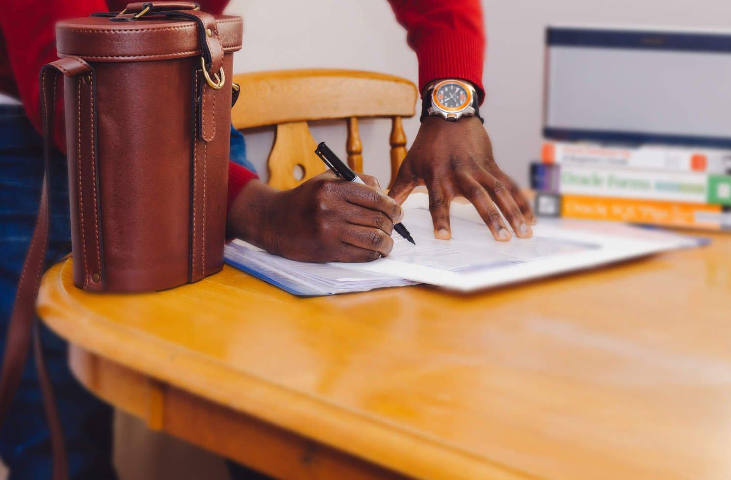 Schritt 10: Wichtige Unterlagen & Dokumente für den Auslandsjob besorgen