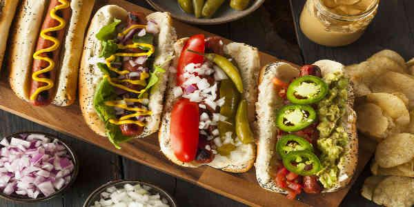 Wie Hot-Dogs mit ganz besonders leckeren Zutaten sieht die Spezialität aus Australien aus
