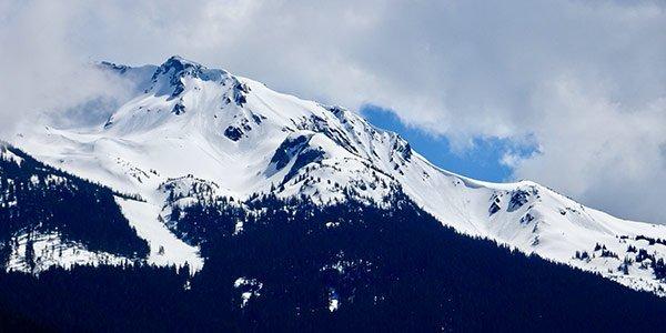 Schneebedeckter Berg Blackcomb im Skiresort Whistler