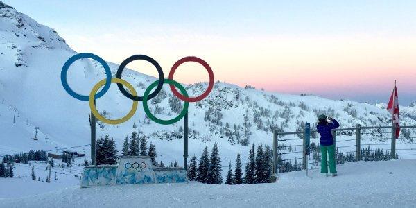 Die olympischen Ringe an einer Skipiste in Whistler