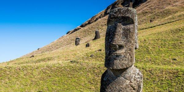 Eine der berühmten Steinskulpturen auf der südostpazifischen Osterinsel