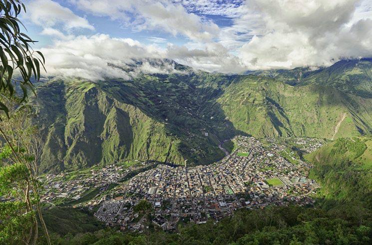 Blick auf Banos in Ecuador