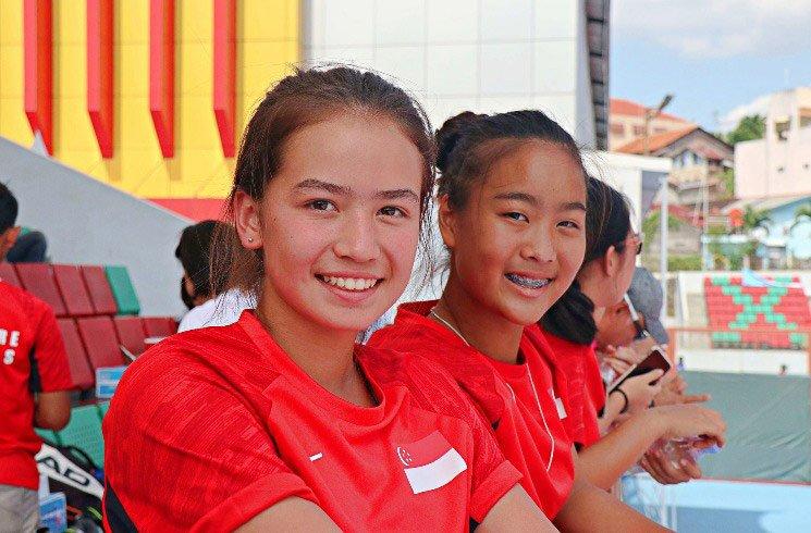 Sport-Zuschauerinnen in Singapur