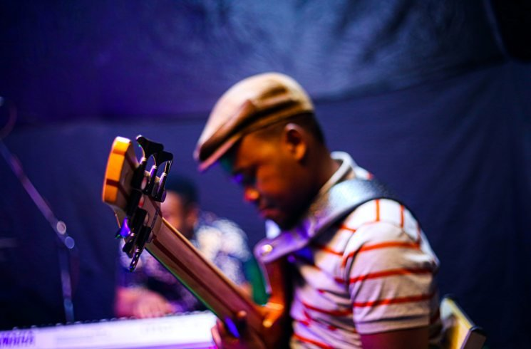 Gitarrist in Tansania