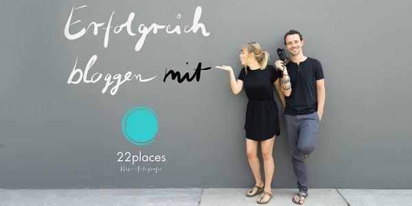 Jenny und Basti von 22places mit ihrem Logo