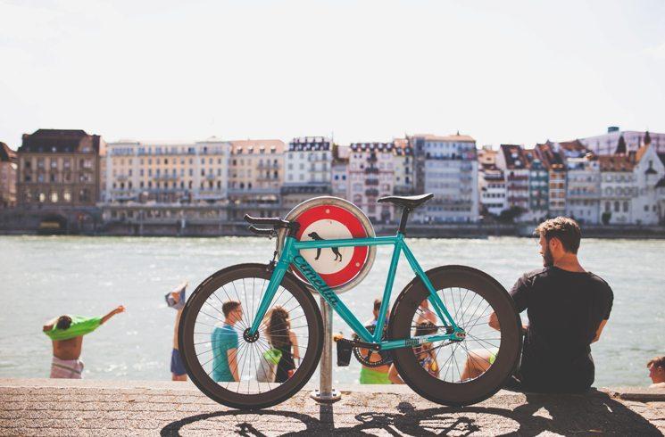 In Basel, Schweiz, mit dem Rad unterwegs