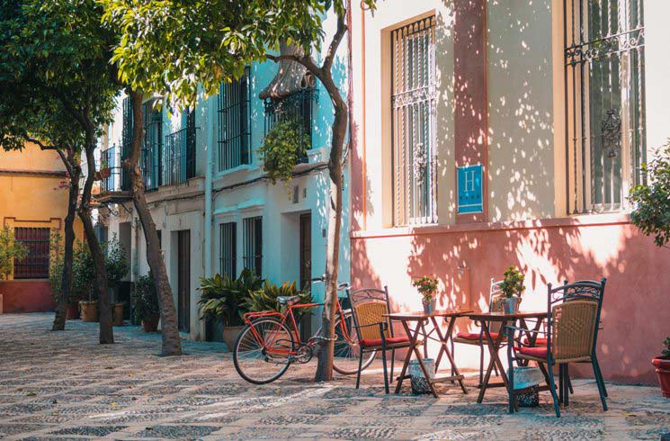 Straßenszene in Santa Cruz, Spanien