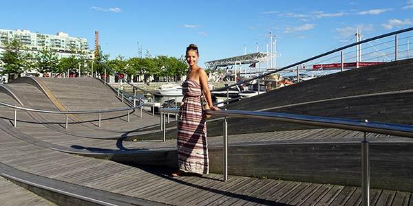Vanessa in Toronto auf einem Platz
