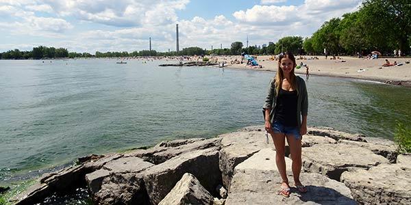 Vanessa an einer Bucht
