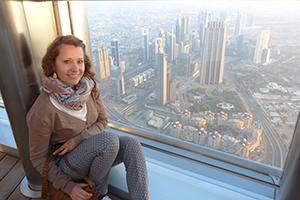 Weltreise Dubai: Nina auf dem Burj Khalifa.