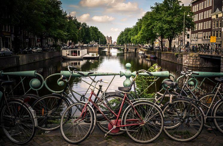 Grachten und Fahrräder in Amsterdam