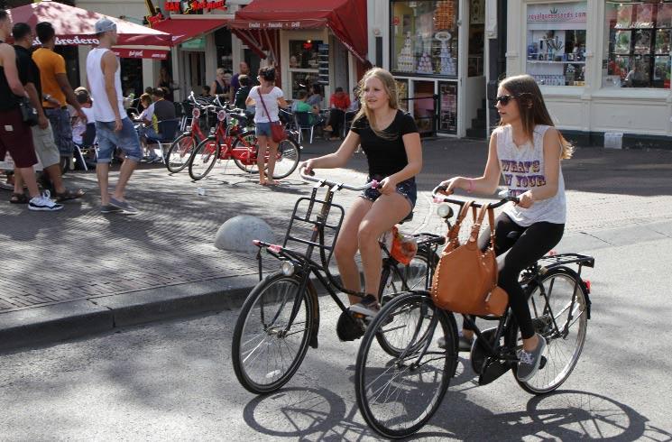 Mit dem Fahrrad in Amsterdam unterwegs