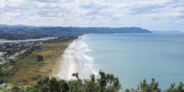 Beim Work and Travel in Neuseeland hat Alina auch die Strände genossen