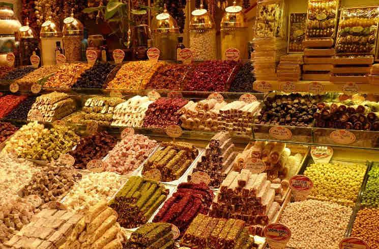 Basar mit viele Süßigkeiten in der Türkei