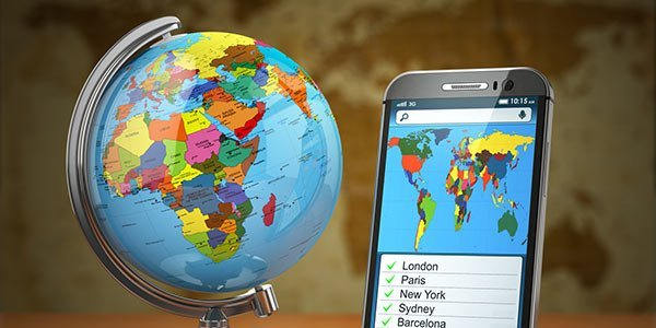 globus und handy mit weltkarte